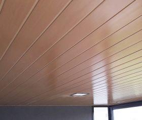 Cielorraso larguero-travesaño cada 610mm con PVC Cielofacil ECOPVC cerezo