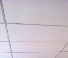 Cielorraso desmontable 610x1220mm con placas Andina PVC rustico